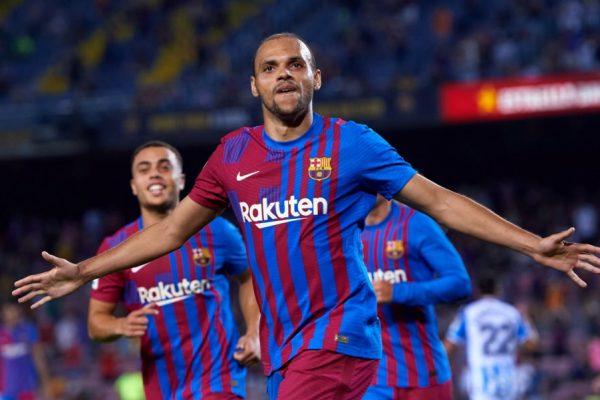 Football fans tease! Braithwaite is Barca's new god.